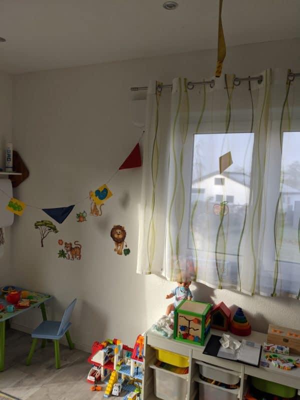 Unauffällige Inneblenden für Lüftungsgerät im Kinderzimmer